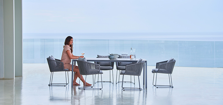Moments-chair,-pure-dining-table_web